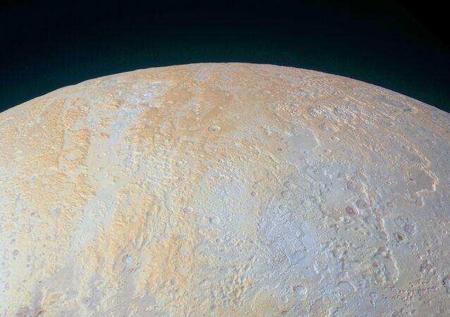 Lodowe kaniony Plutona