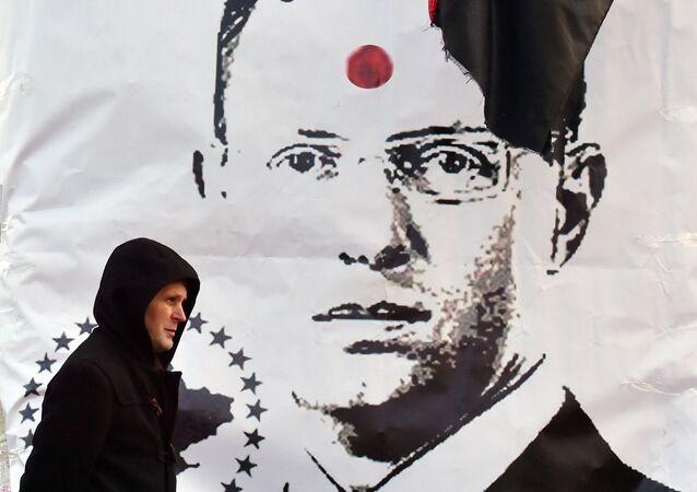 Plakat na Placu Niepodległości w Kijowie przedstawiający premiera Ukrainy Arsenija Jaceniuka