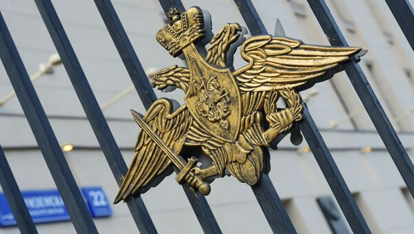 Herb na bramie do siedziby Ministerstwa Obrony Rosji w Moskwie - Sputnik Polska