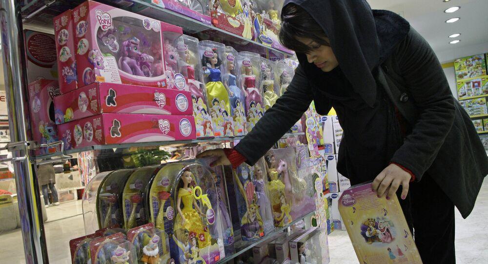 Kobieta w sklepie z zabawkami, Teheran