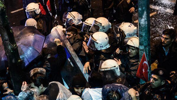 """Turecka policja wdarła się do siedziby gazety """"Zaman"""" - Sputnik Polska"""
