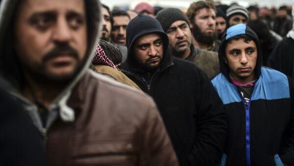 Uchodźcy z Syrii próbują przekroczyć granicę z Turcją - Sputnik Polska