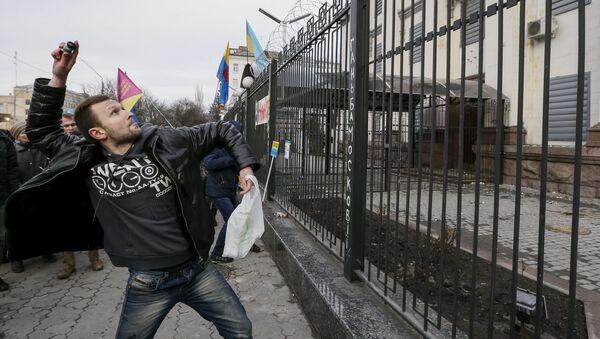 Protesty przed ambasadą Rosji w Kijowie - Sputnik Polska