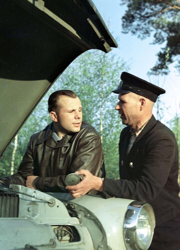 Bohater Związku Radzieckiego Jurij Gagarin na wypoczynku