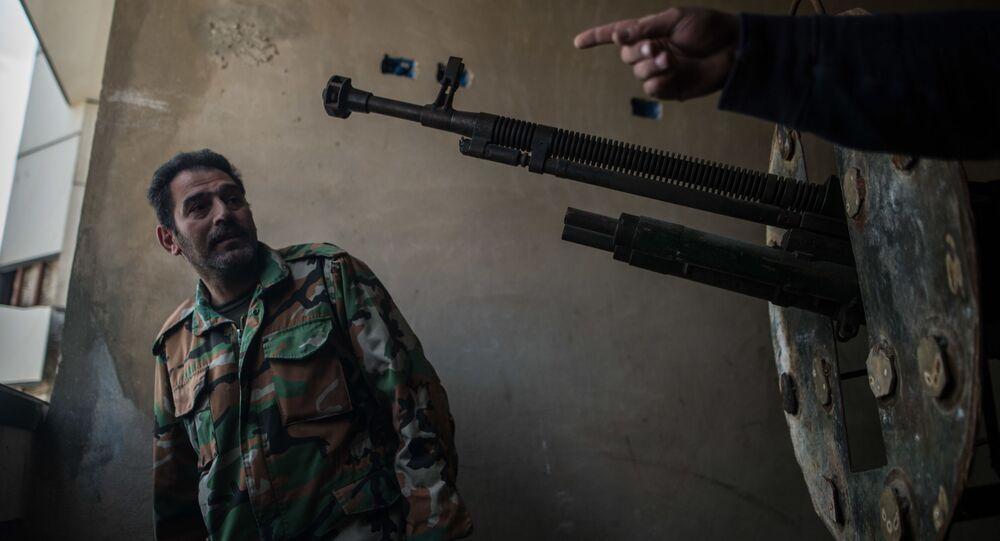 Żołnierz syryjskiej armii w mieście Homs