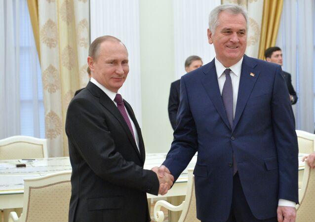 Prezydent Rosji Władimir Putin i prezydent Serbii Tomislav Nikolic