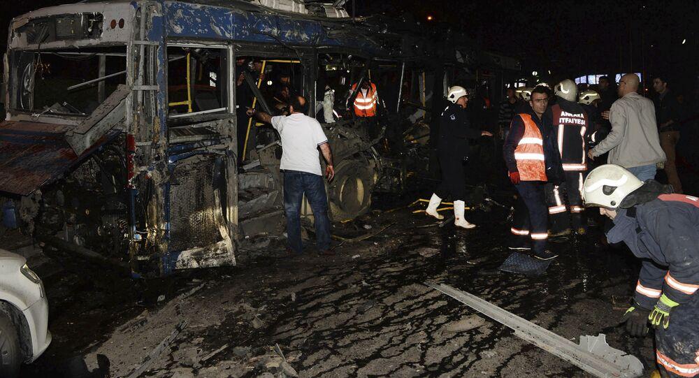 Spalony autobus w wybuchu w Ankarze