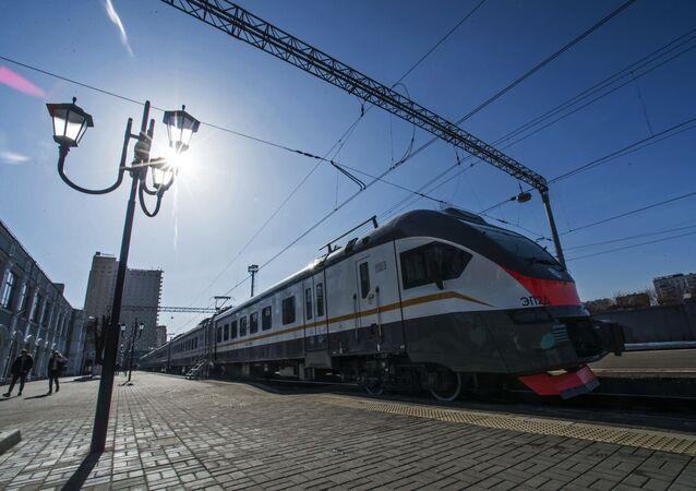 Prezentacja nowego elektrycznego pociągu pasażerskiego na Dworcu Ryskim w Moskwie