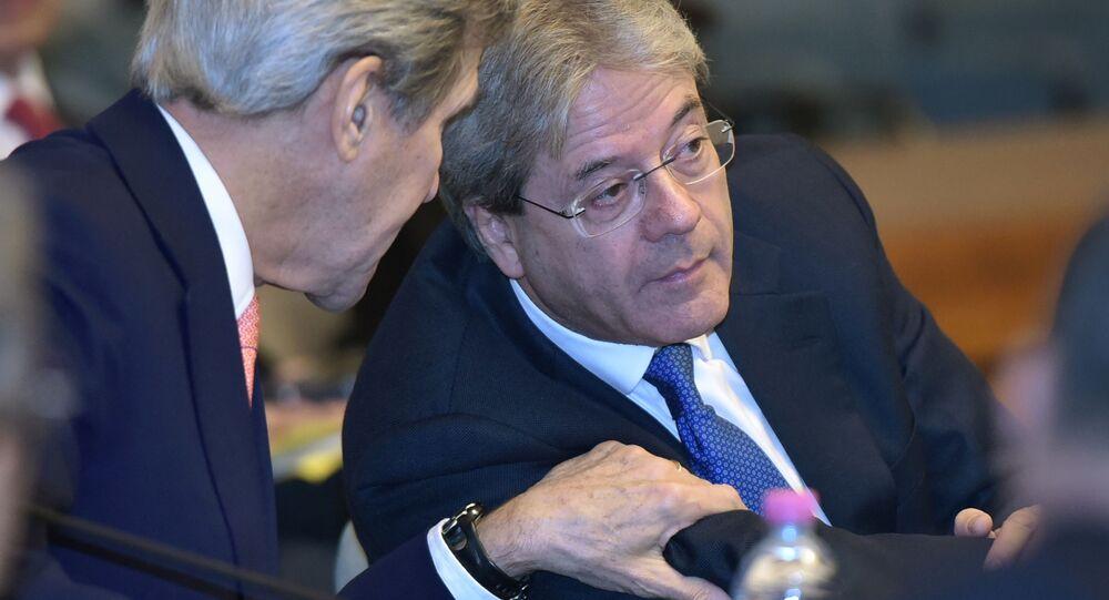 Sekretarz stanu USA John Kerry i minister spraw zagranicznych Włoch Paolo Gentiloni