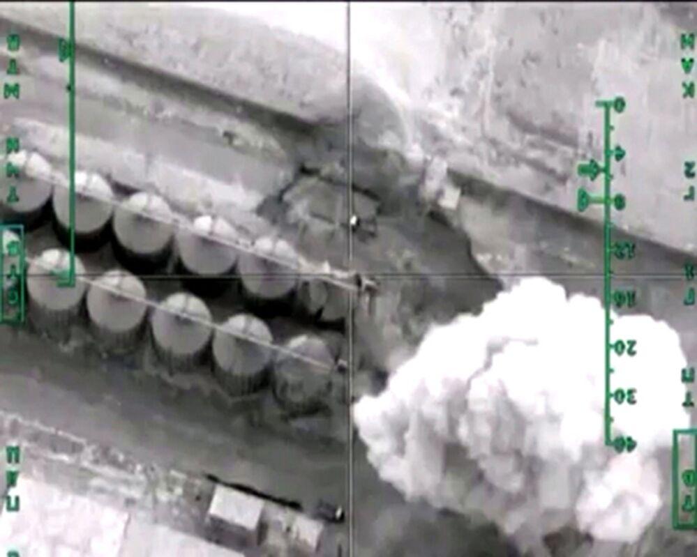 Zniszczenie przez Siły Lotniczo-Kosmiczne Rosji rafinerii terrorystów w prowincji Hafsa-Kebir
