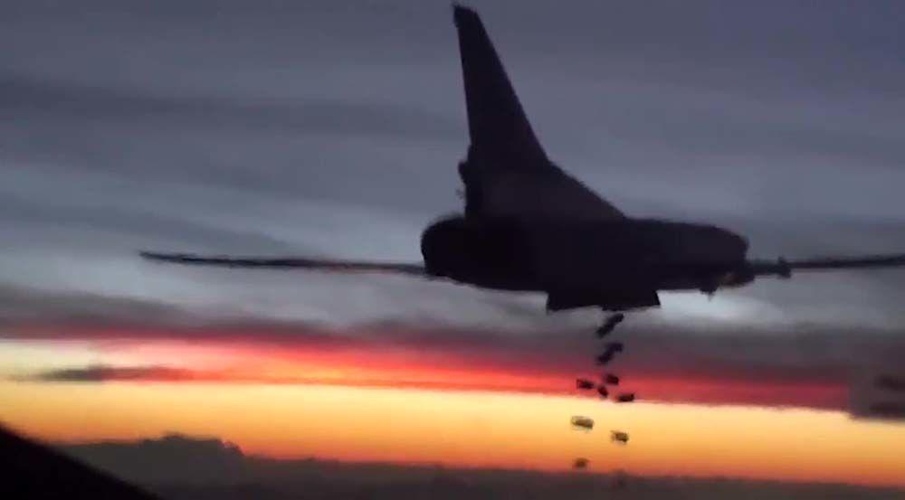 Samolot bombowy Tu-22M3 Sił Lotniczo-Kosmicznych Rosji podczas lotu bojowego