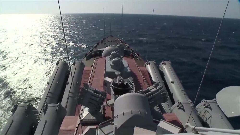 """Gwardyjski krążownik rakietowy """"Moskwa"""" przybył do wybrzeża Latakii w celu zapewnienia obrony przeciwlotniczej rejonu"""