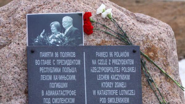 Tablica pamiątkowa na miejscu katastrofy Tu-154 pod Smoleńskiem - Sputnik Polska