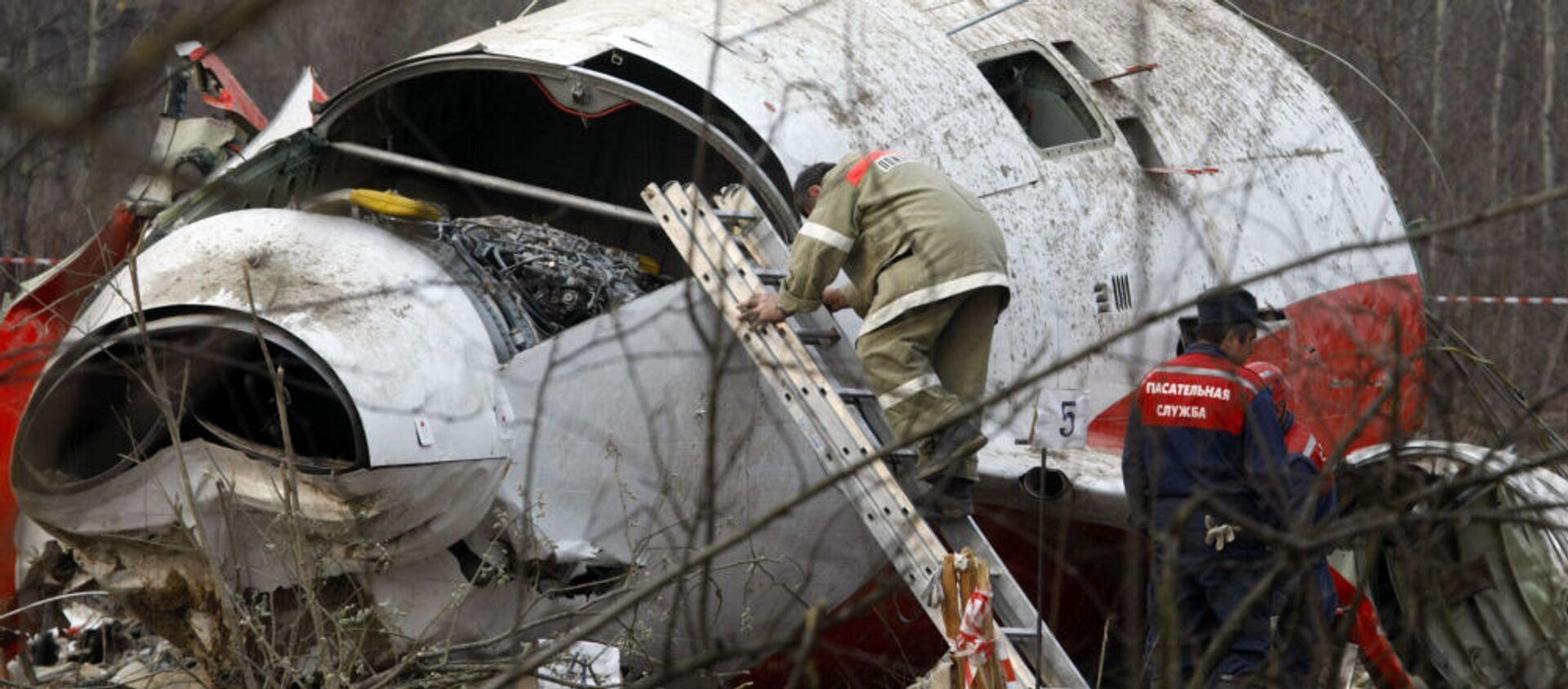 Pracownicy MSN na miejscu katastrofy prezydenckiego samolotu Tu-154 pod Smoleńskiem, 13 kwietnia 2010 r. - Sputnik Polska, 1920, 11.04.2021