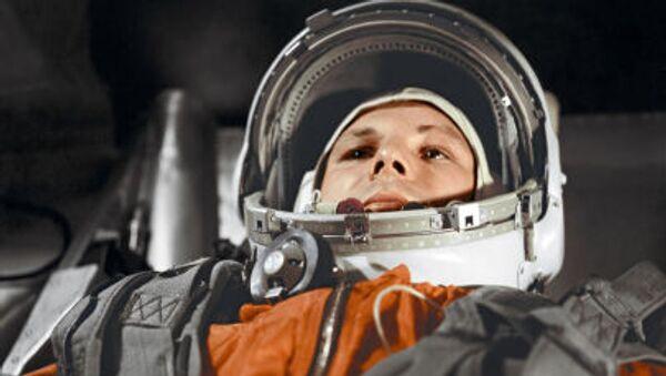 Pilot-kosmonauta Jurij Gagarin w kabinie statku kosmicznego Wostok - Sputnik Polska