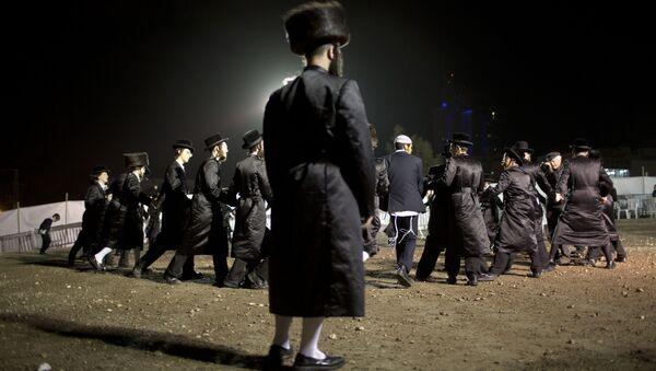 Męskie tańce na tradycyjnym żydowskim ślubie w Netanji - Sputnik Polska