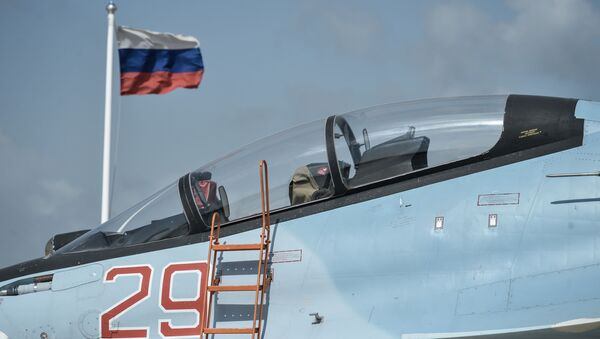Myśliwiec Sił Powietrznych Rosji Su-30SM w bazie lotniczej Hmeimim w Syrii - Sputnik Polska