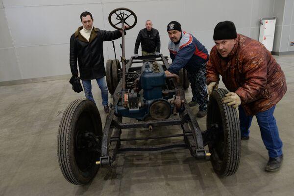 Przygotowania do otwarcia wystawy sprzętu wojskowego Silniki Wojny - Sputnik Polska