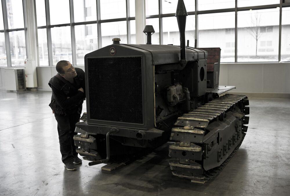 Niemiecki ciągnik FAMO na wystawie Silniki Wojny w centrum Crocus Expo w Moskwie