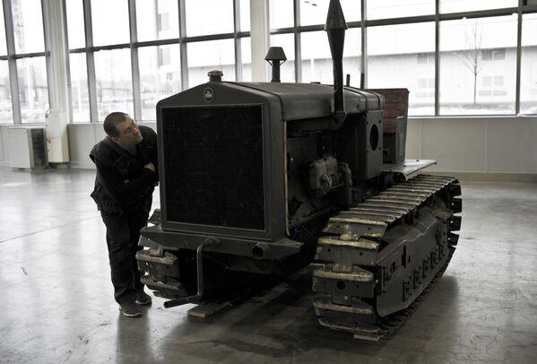 Niemiecki ciągnik FAMO na wystawie Silniki Wojny w centrum Crocus Expo w Moskwie - Sputnik Polska