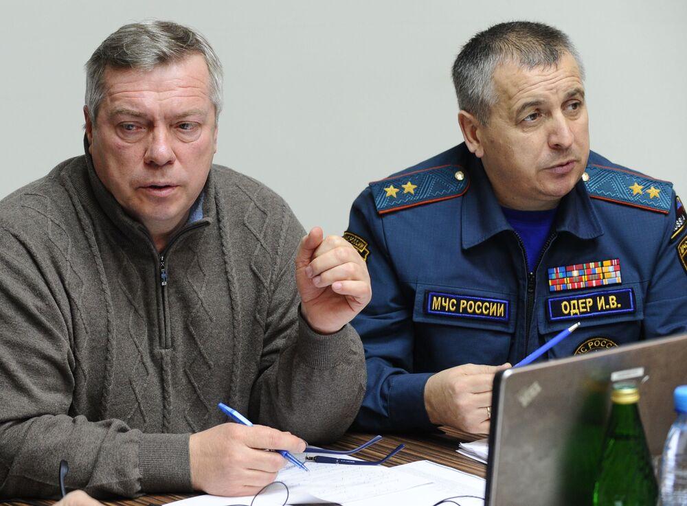 Gubernator obwodu rostowskiego Wasilij Golubiew i szef regionalnego oddziału Ministerstwa Spraw Nadzwyczajnych Igor Oder