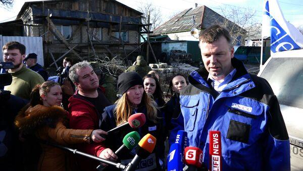 Wiceszef specjalnej misji obserwacyjnej organizacji na Ukrainie Alexander Hug - Sputnik Polska