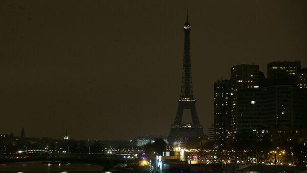 Эйфелева башня во время экологической акции Час Земли - Sputnik Polska