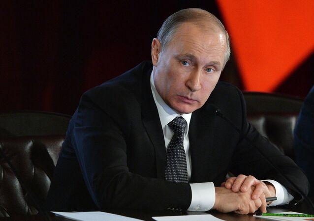 Prezydent Rosji Władimir Putin na posiedzeniu kolegium MSW Rosji