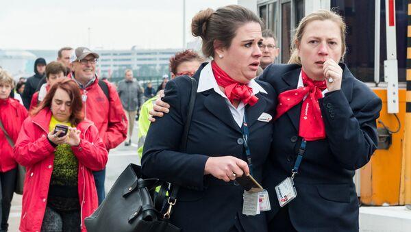 Ewakuacja pasażerów po wybuchach ma lotnisku Zaventen w Brukseli - Sputnik Polska