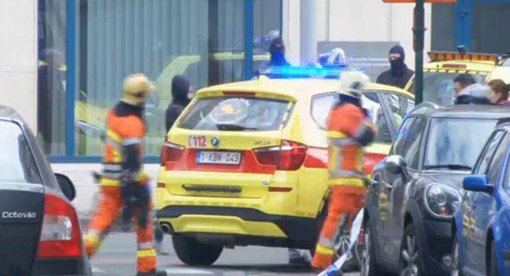 Ratownicy na miejscu wybuchu w pobliżu metra w Brukseli