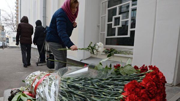 Memory vigil near Belgian Embassy in Moscow after explosions in Brussels - Sputnik Polska