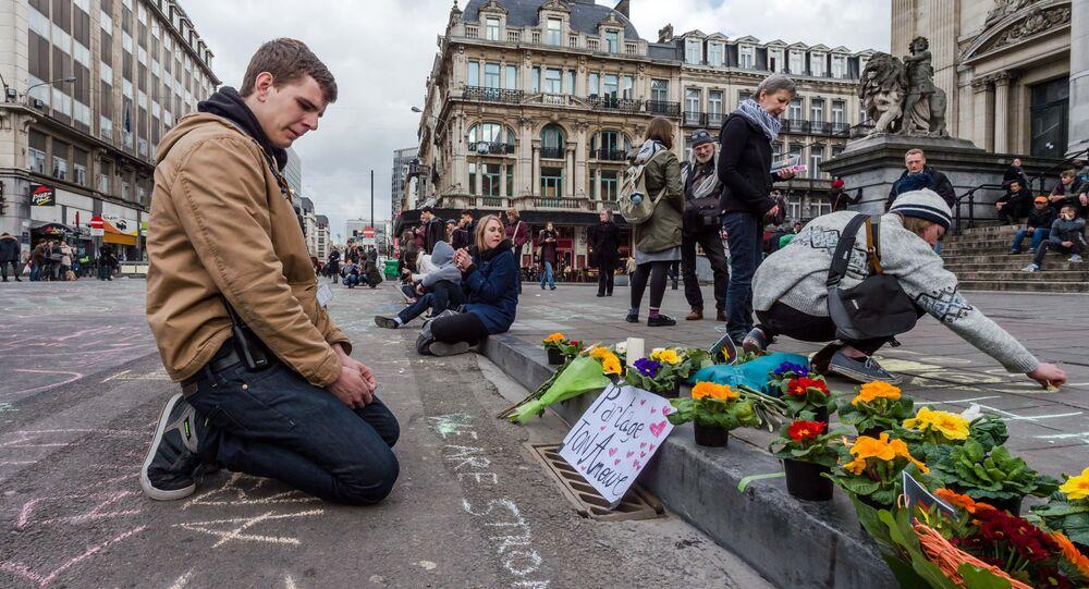 Kwiaty w Brukseli ku pamięci ofiar zamachu
