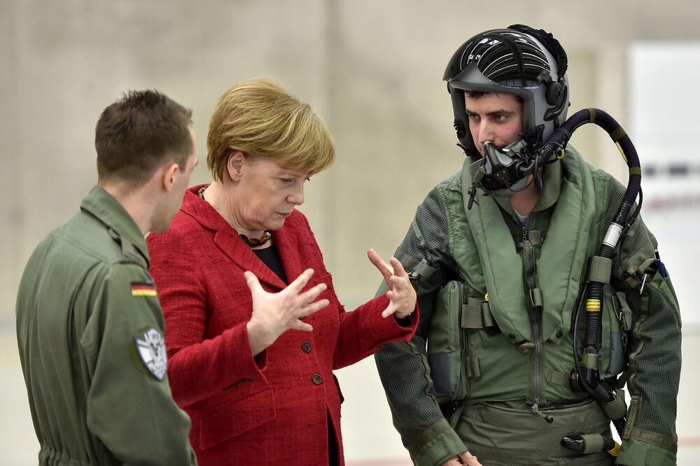 Kanclerz Niemiec Angela Merkel podczas wizyty w bazie niemieckich sił powietrznych, Noervenich, Niemcy