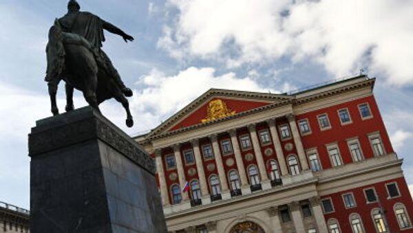 Budynek merii oraz pomnik Jurija Dołgorukiego (założyciela Moskwy) przy ulicy Twierskiej w Moskwie - Sputnik Polska