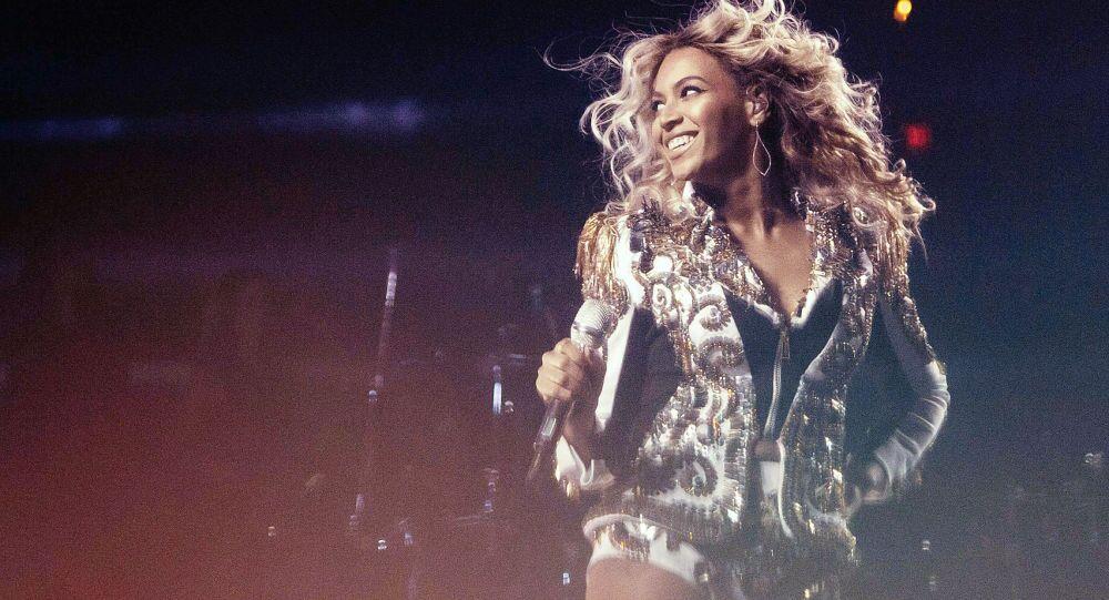 Amerykańska piosenkarka Beyonce podczas wystąpienia w Waszyngtonie, 18 grudnia 2013