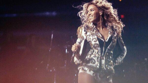 Amerykańska piosenkarka Beyonce podczas wystąpienia w Waszyngtonie, 18 grudnia 2013 - Sputnik Polska