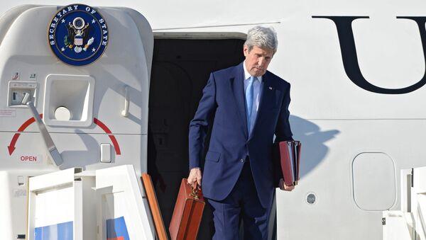 Sekretarz stanu USA John Kerry na lotnisku Wnukowo-2 w Moskwie - Sputnik Polska
