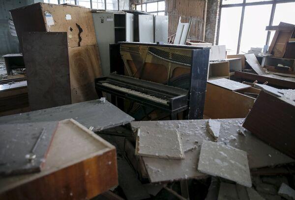 Pianino w opuszczonym budynku w mieście Prypieć - Sputnik Polska