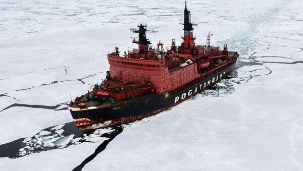 Lodołamacz atomowy Jamał podczas prac badawczych na Morzu Karskim w ramach ekspedycji arktycznej Kara-Zima 2015 - Sputnik Polska