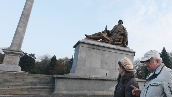 Pomnik żołnierzom Armii Czerwonej w Warszawie - Sputnik Polska