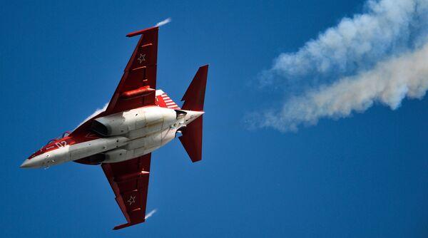 Samolot Jak-130 podczas MAKS-2015 - Sputnik Polska