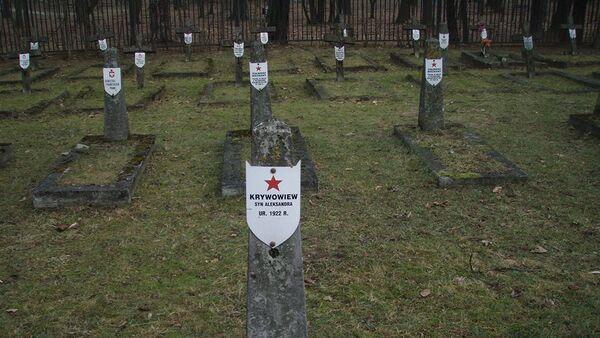 Stowarzyszenie KURSK to jedni z nielicznych ludzi w Polsce, którzy zajmują się remontem pomników żołnierzy radzieckich i opiekują się radzieckimi cmentarzami - Sputnik Polska