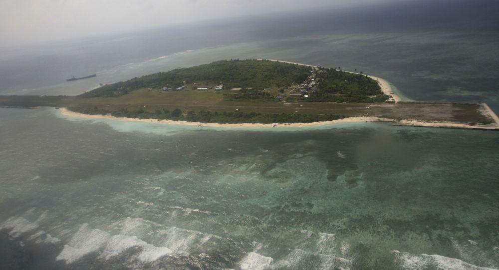 Sporna wyspa na Morzu Południowochińskim u brzegów Filipin