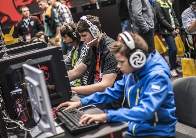 Gracze na wystawie gier komputerowych IgroMir w Moskwie