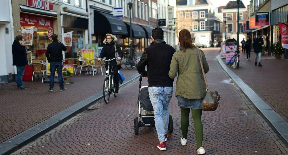 Przechodnie na ulicach Leeuwarden w Holandii