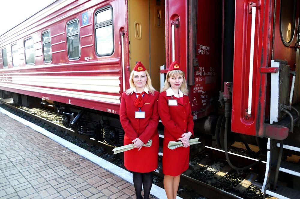 """Pierwszy pociąg pasażerski na trasie """"Jasinowataja - Kwaszyno - Uspienskaja"""""""