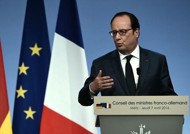Prezydent Francji Francois Hollande na konferencji prasowej po francusko-niemieckim szczycie w Metz