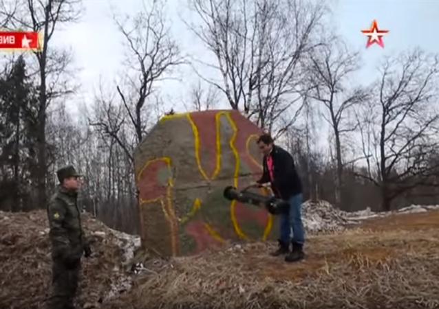 Granatnik przeciwpancerny przebił metrową ścianę - nagranie w zwolnionym tempie