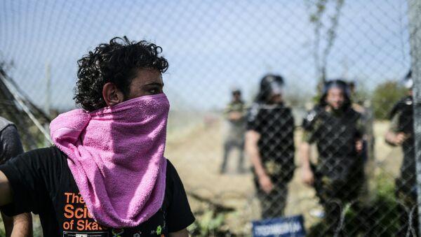Imigranci na grecko-macedońskiej granicy - Sputnik Polska