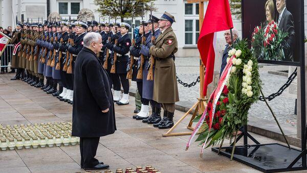 Prezes PiS Jarosław Kaczyński przed pałacem prezydenckim w 6. rocznicę katastrofy smoleńskiej. Warszawa, 10 kwietnia 2016 - Sputnik Polska